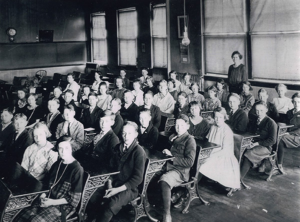 photo of sixth graders at Washington School in 1923